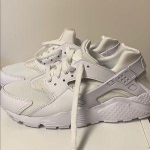 White Huarache Nike's